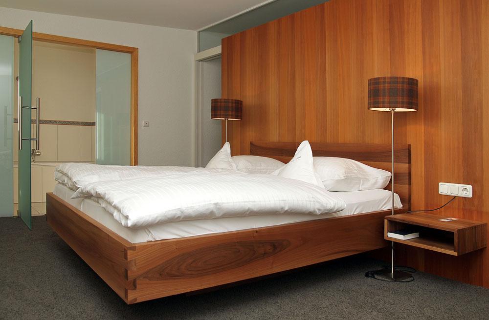 Suite 400