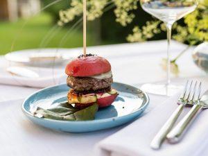Schiffle Burger - rote Beete, Schalotten, Bergkäse, Tomatensalsa