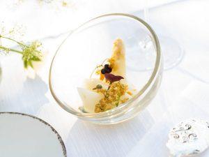 Spargel und Holunderblüte